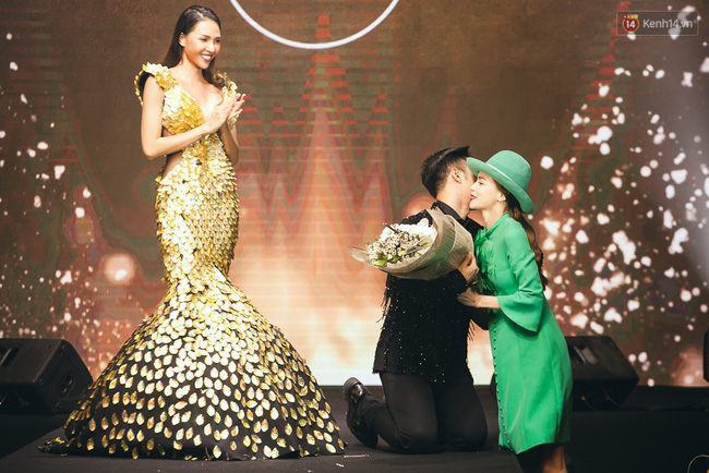 Phí Phương Anh & Chúng Huyền Thanh team Hà Hồ suýt té ngã trên sàn catwalk - Ảnh 16.