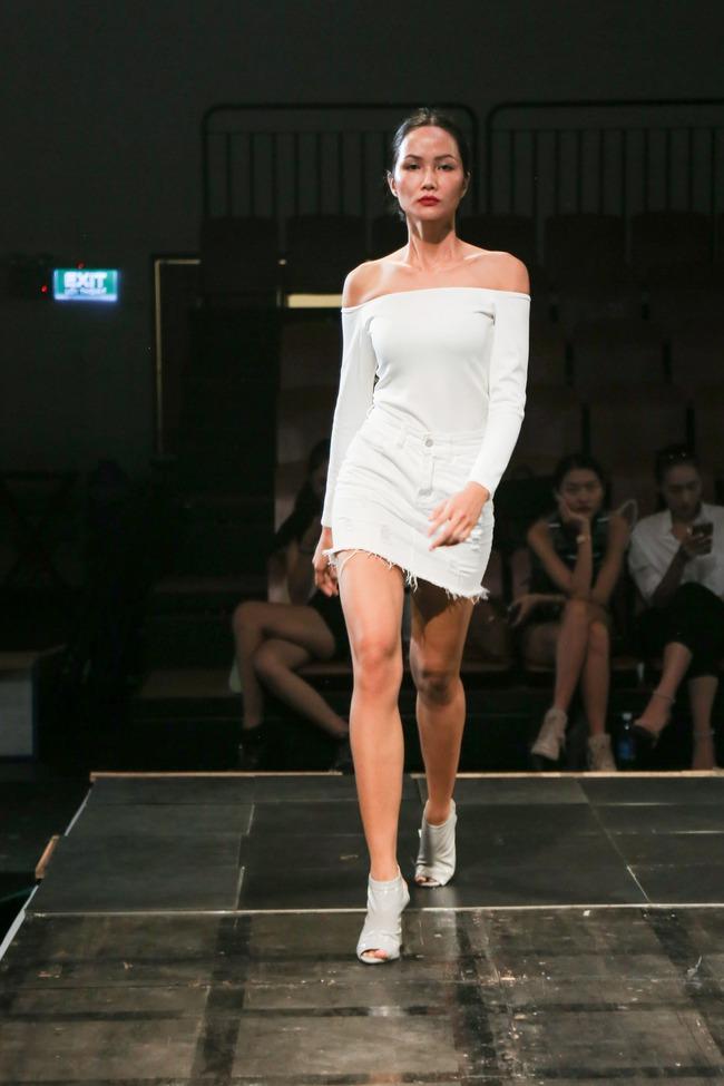 Minh Tú diện quần tụt lộ hẳn underwear, chỉ đạo Phí Phương Anh tập catwalk - Ảnh 9.