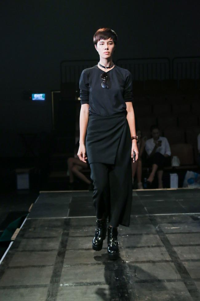 Minh Tú diện quần tụt lộ hẳn underwear, chỉ đạo Phí Phương Anh tập catwalk - Ảnh 10.