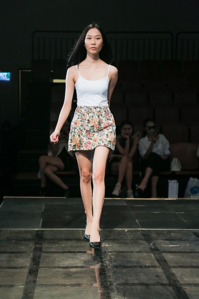 Minh Tú diện quần tụt lộ hẳn underwear, chỉ đạo Phí Phương Anh tập catwalk - Ảnh 13.