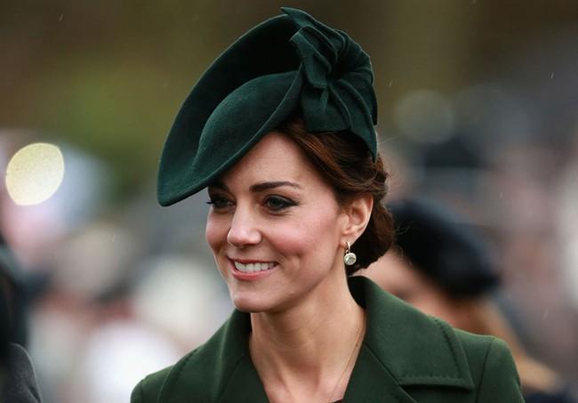 5 tỷ đồng là số tiền công nương Kate đã chi cho cả tủ áo quần của năm 2016, gấp 4 lần năm ngoái! - Ảnh 1.