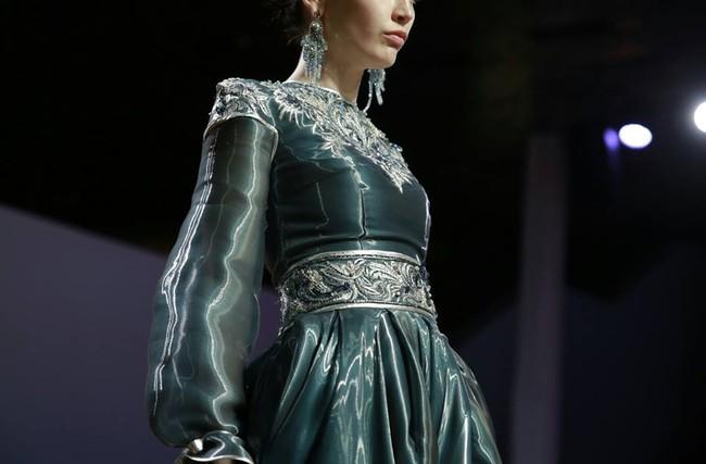 Kelbin Lei dự show diễn của NTK trứ danh đã tạo nên váy ốp-la cho Rihanna - Ảnh 12.