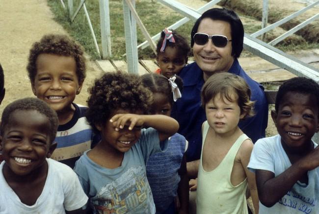 Vụ thảm sát kinh hoàng tại Jonestown: Gần 1,000 người uống thuốc độc, tự sát tập thể - Ảnh 1.