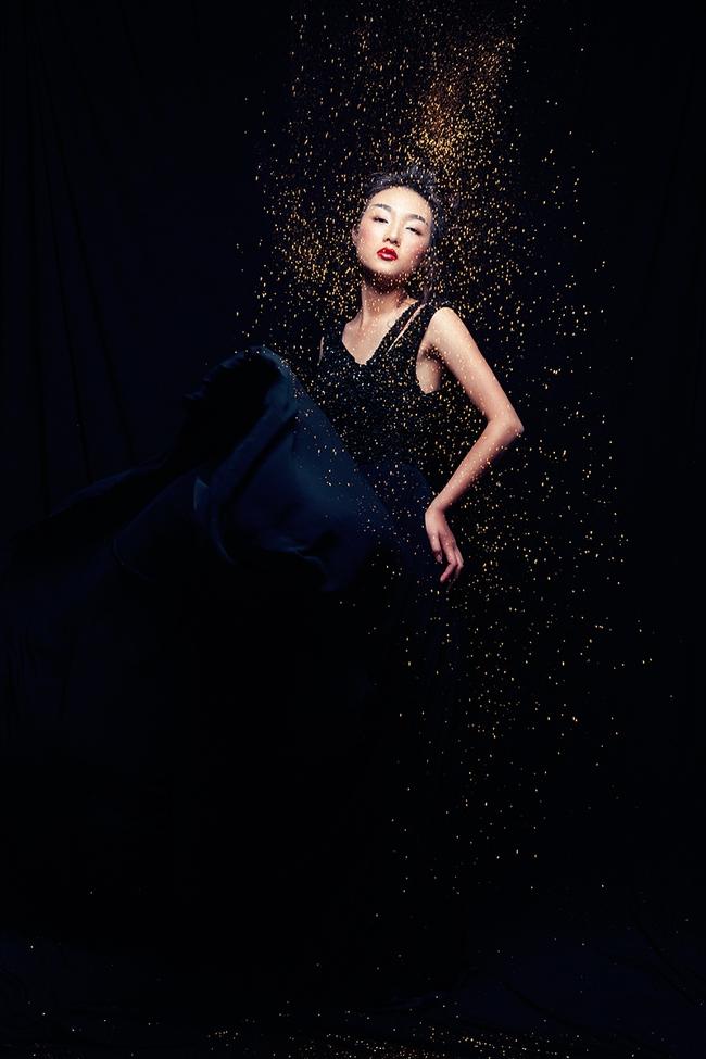 Sở hữu dung mạo mỹ nhân, Linh Khiếu hiện đang đắt show chụp hình tạp chí hơn cả chị mình! - Ảnh 13.