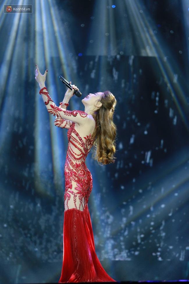 Không chỉ đốn tim với Love Songs, Hà Hồ còn chứng tỏ bản lĩnh của Nữ hoàng thời trang sân khấu - Ảnh 5.