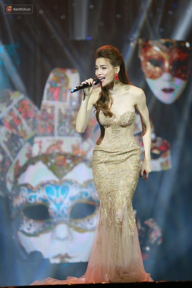 Không chỉ đốn tim với Love Songs, Hà Hồ còn chứng tỏ bản lĩnh của Nữ hoàng thời trang sân khấu - Ảnh 9.