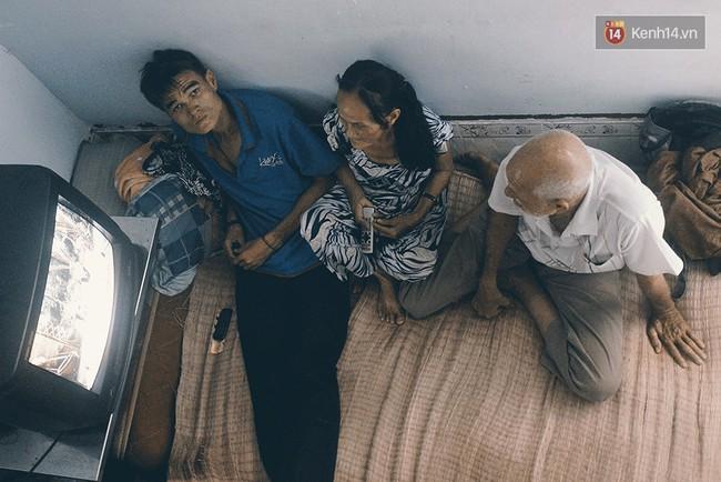 Vợ Việt chồng Tây hơn 20 năm lang thang Sài Gòn, bán vé số nuôi con trai thiểu năng - Ảnh 8.