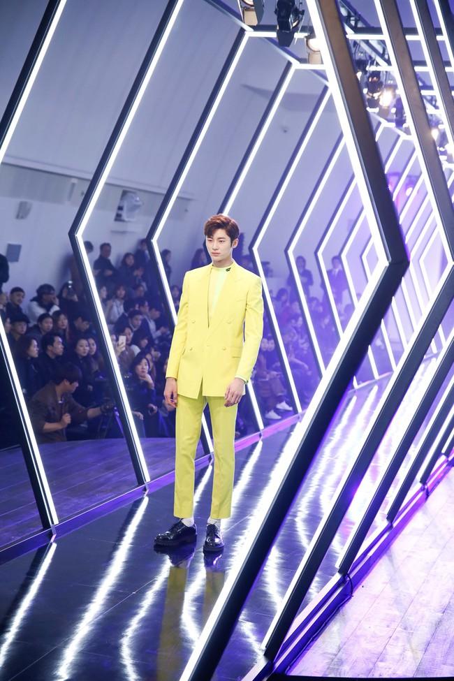 Kelbin Lei lại im ỉm qua Seoul dự show thời trang, sánh vai bên Luna (f(x)) - Ảnh 7.