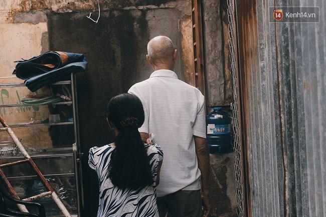 Vợ Việt chồng Tây hơn 20 năm lang thang Sài Gòn, bán vé số nuôi con trai thiểu năng - Ảnh 6.