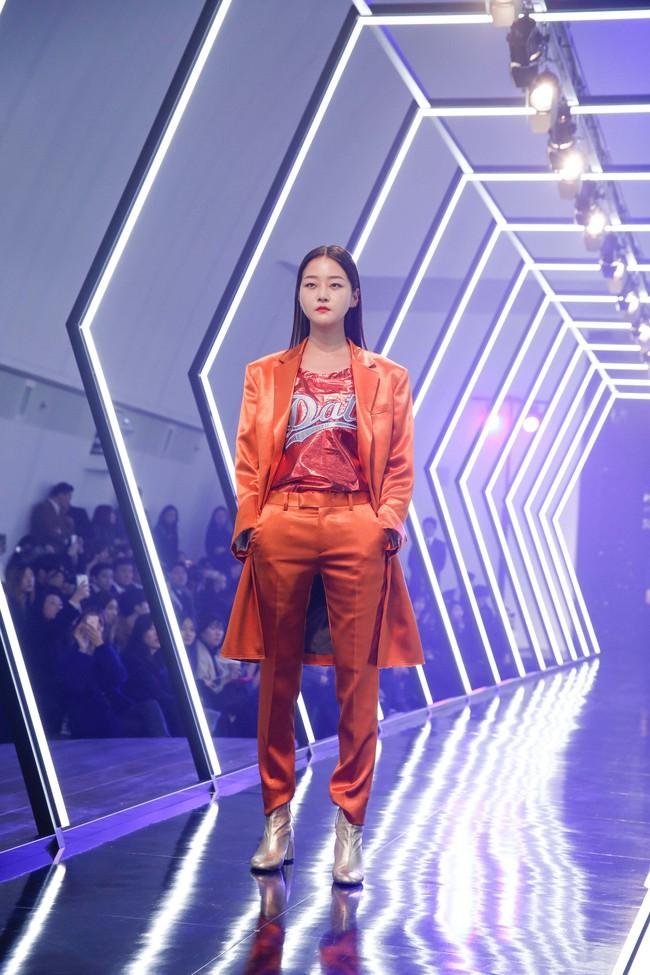 Kelbin Lei lại im ỉm qua Seoul dự show thời trang, sánh vai bên Luna (f(x)) - Ảnh 11.