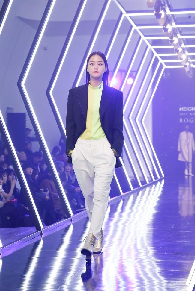 Kelbin Lei lại im ỉm qua Seoul dự show thời trang, sánh vai bên Luna (f(x)) - Ảnh 16.