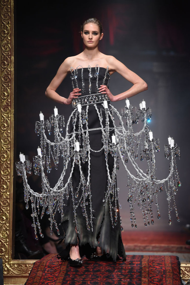 Chiếc đầm già như mợ của Ngọc Trinh bị nghi lấy cảm hứng từ Moschino - Ảnh 5.