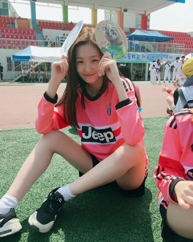 Cặp mẫu sinh đôi nhà YG khiến netizen đảo điên vì quá đẹp! - Ảnh 8.
