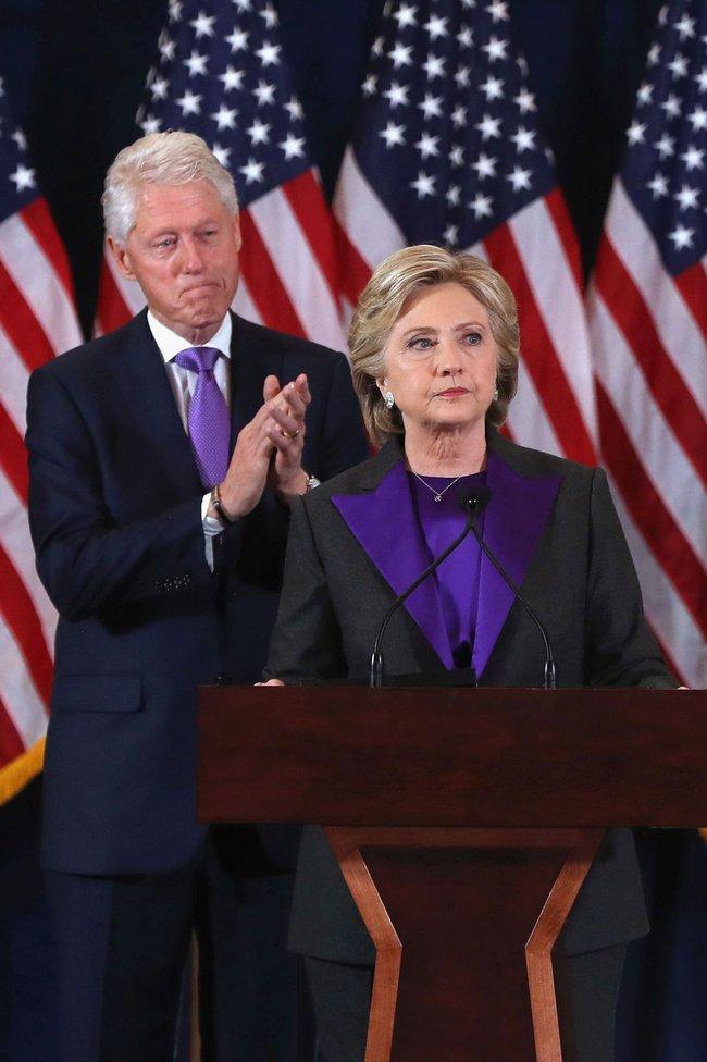 Tâm đầu ý hợp với Hillary Clinton, bà Obama cũng chọn đồ tím để tiếp vợ Donald Trump - Ảnh 3.