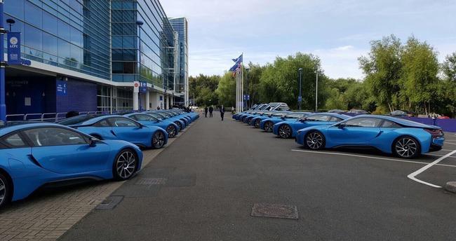 Dàn sao Leicester City khổ vì đống siêu xe BMW i8 - Ảnh 2.