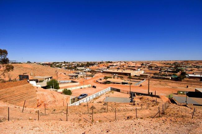 Chùm ảnh: Ghé thăm thị trấn của Úc, nơi 80% người dân sinh sống dưới lòng đất - Ảnh 2.