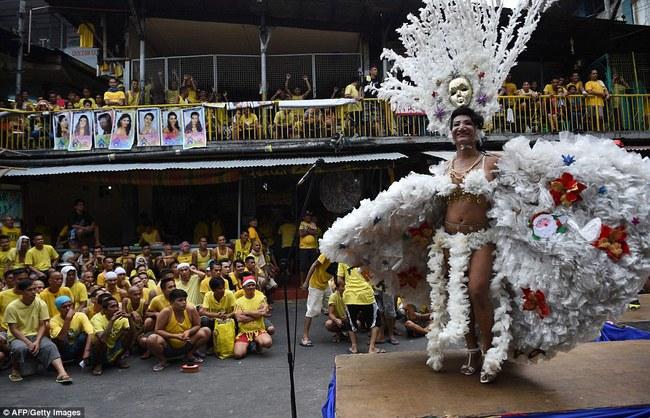 Tù nhân LGBT tại Philippines thả dáng trong cuộc thi sắc đẹp Hoa hậu hoàn vũ  - Ảnh 2.
