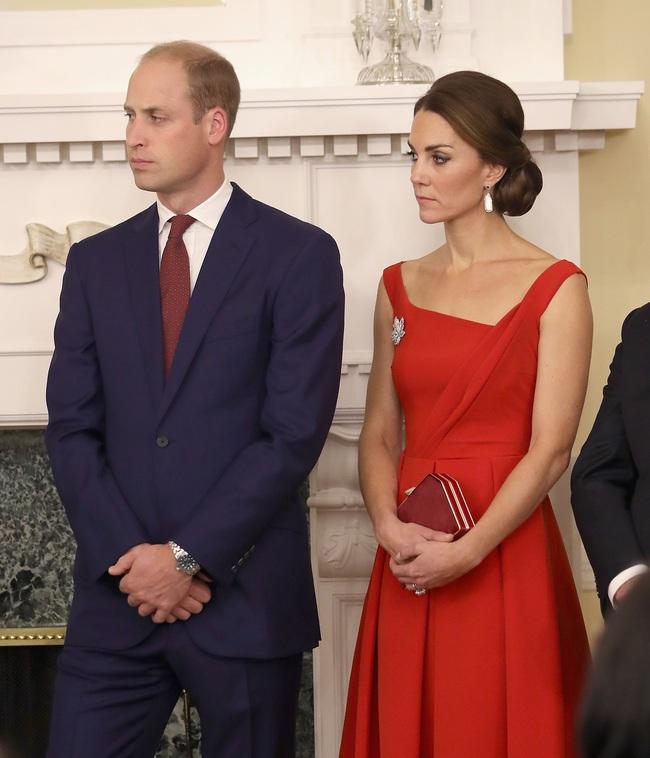 5 tỷ đồng là số tiền công nương Kate đã chi cho cả tủ áo quần của năm 2016, gấp 4 lần năm ngoái! - Ảnh 6.