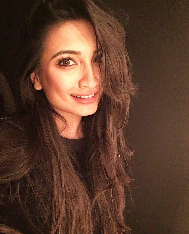 Nhan sắc mặn mà như minh tinh điện ảnh của Hoa hậu Hoàn vũ Ấn Độ 2016 - Ảnh 7.