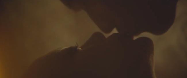 Đây là cảnh nóng đầu tiên trên màn ảnh của Minh Hằng! - Ảnh 2.