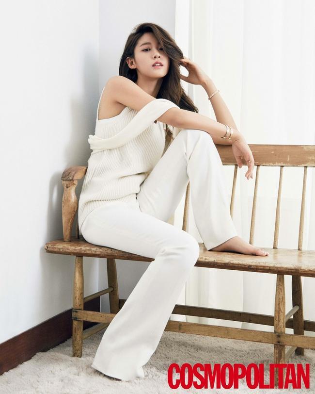 Cuộc chiến nhan sắc giữa Suzy và Seolhyun trên tạp chí: Ai đẹp hút hồn hơn? - Ảnh 10.