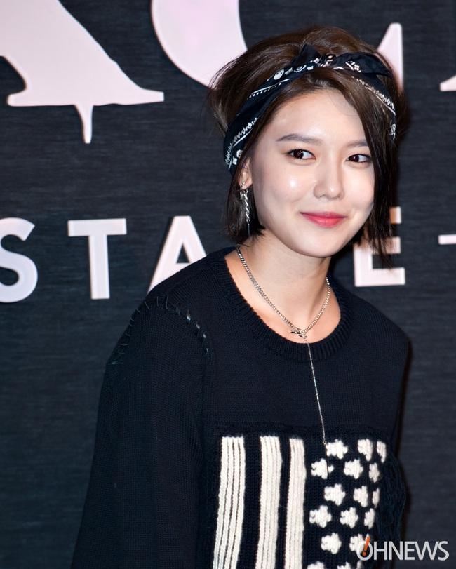 Xúng xính cùng sao Hollywood, Sooyoung được báo Vogue khen hết lời vì mặc đẹp - Ảnh 9.