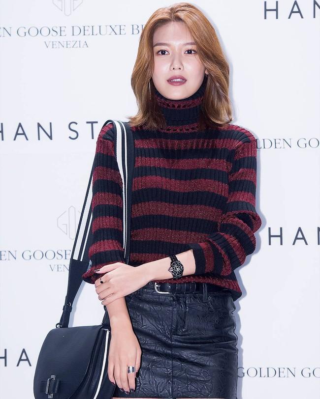 Xúng xính cùng sao Hollywood, Sooyoung được báo Vogue khen hết lời vì mặc đẹp - Ảnh 11.