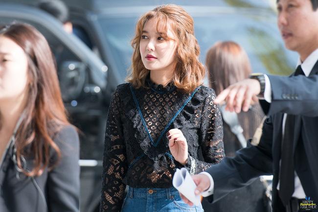 Xúng xính cùng sao Hollywood, Sooyoung được báo Vogue khen hết lời vì mặc đẹp - Ảnh 12.