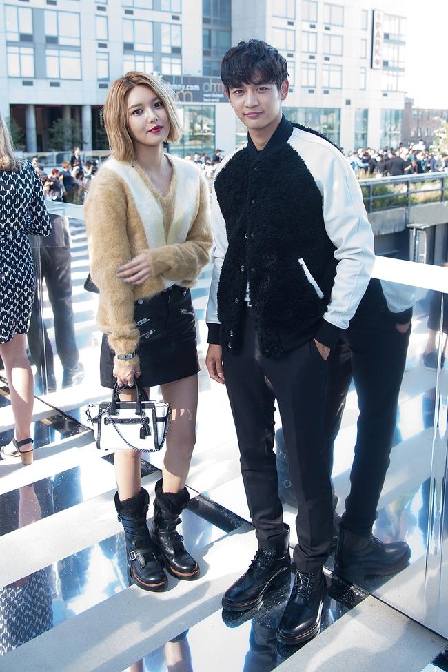 Xúng xính cùng sao Hollywood, Sooyoung được báo Vogue khen hết lời vì mặc đẹp - Ảnh 16.