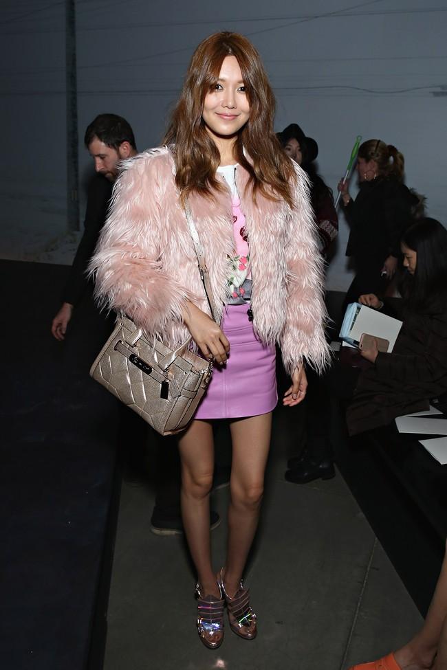 Xúng xính cùng sao Hollywood, Sooyoung được báo Vogue khen hết lời vì mặc đẹp - Ảnh 17.
