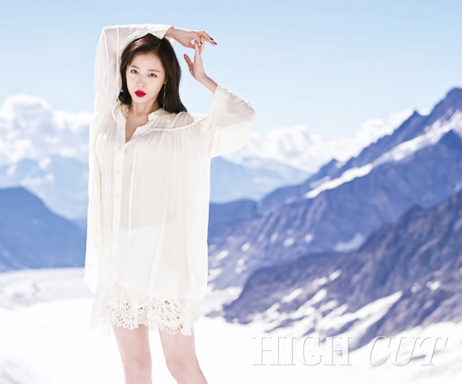 Cuộc chiến nhan sắc giữa Suzy và Seolhyun trên tạp chí: Ai đẹp hút hồn hơn? - Ảnh 16.