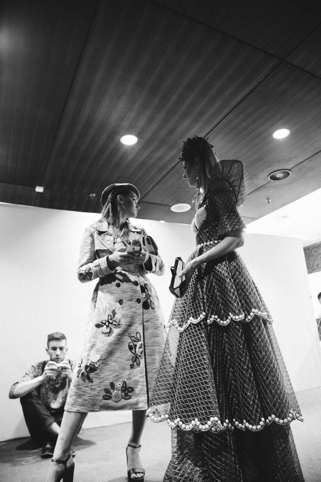 Lạc vào miền đất thời trang tuyệt mỹ của hậu trường Vietnam International Fashion Week - Ảnh 15.