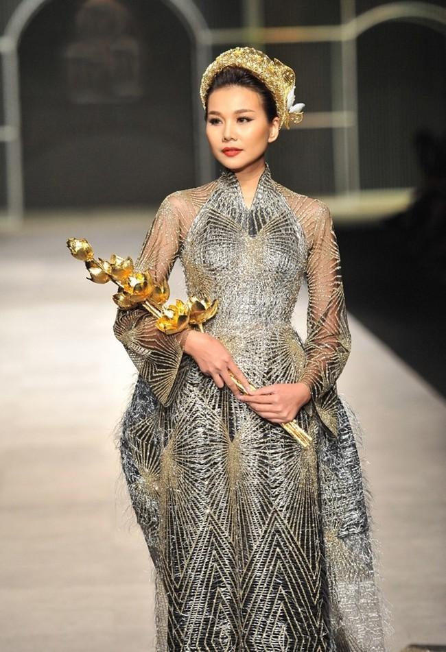 Thanh Hằng: Nữ hoàng chưa người thay thế trên sàn catwalk Việt - Ảnh 18.