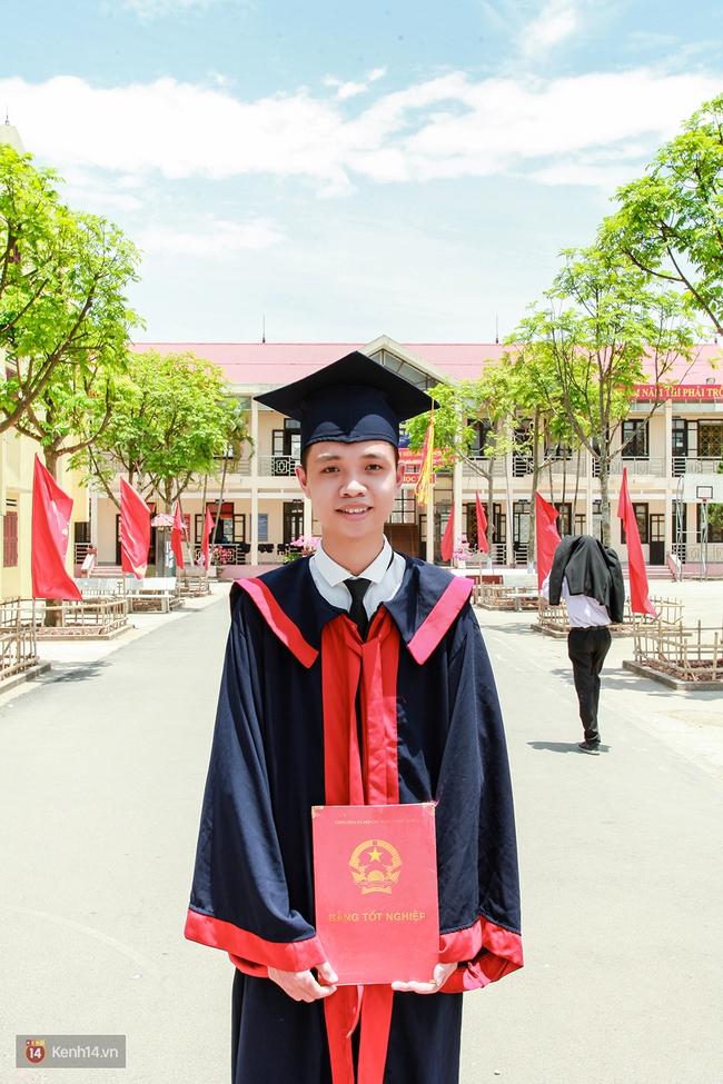 Chân dung cậu học trò Ninh Bình là thí sinh duy nhất đạt thủ khoa cả 3 khối thi - Ảnh 1.