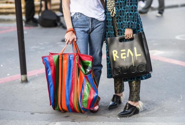 Thời nay, cái làn đi chợ & túi đựng chăn của các mẹ cũng thành hàng hiệu bán vài trăm triệu được - Ảnh 2.