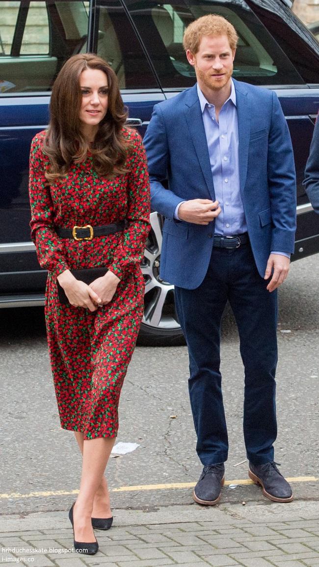 5 tỷ đồng là số tiền công nương Kate đã chi cho cả tủ áo quần của năm 2016, gấp 4 lần năm ngoái! - Ảnh 3.