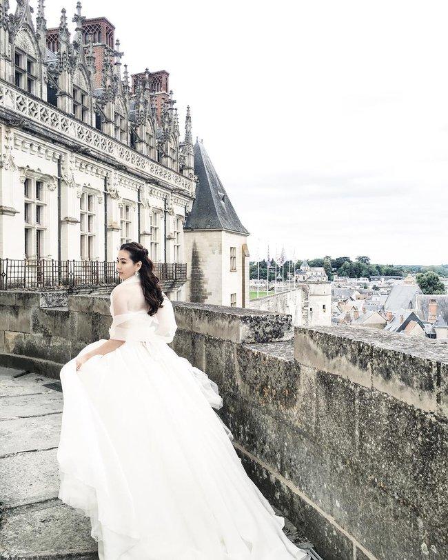 Ngắm trọn bộ 7 chiếc váy cưới, 4 bộ áo dài cùng loạt phụ kiện xa xỉ của cô gái thời tiết Mai Ngọc - Ảnh 11.