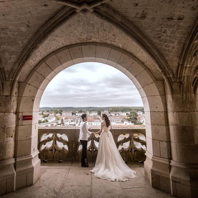 Ngắm trọn bộ 7 chiếc váy cưới, 4 bộ áo dài cùng loạt phụ kiện xa xỉ của cô gái thời tiết Mai Ngọc - Ảnh 14.