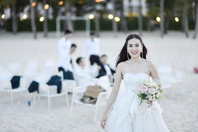 Ngắm trọn bộ 7 chiếc váy cưới, 4 bộ áo dài cùng loạt phụ kiện xa xỉ của cô gái thời tiết Mai Ngọc - Ảnh 18.
