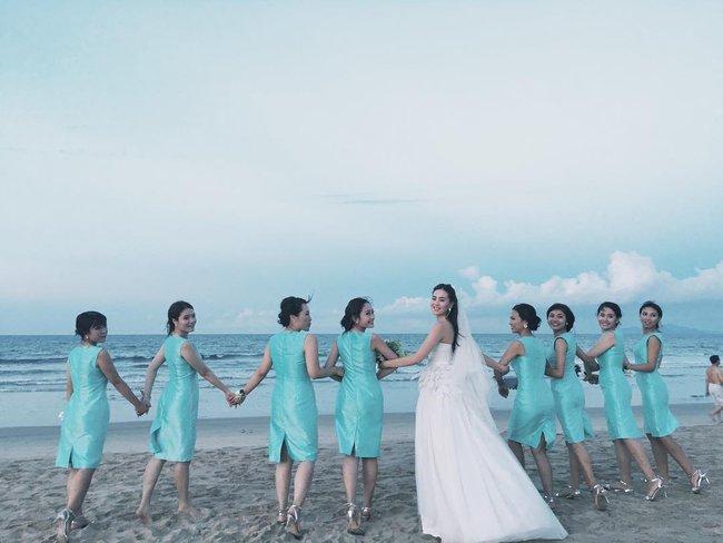 Ngắm trọn bộ 7 chiếc váy cưới, 4 bộ áo dài cùng loạt phụ kiện xa xỉ của cô gái thời tiết Mai Ngọc - Ảnh 19.