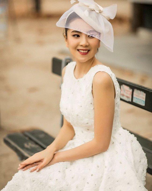 Ngắm trọn bộ 7 chiếc váy cưới, 4 bộ áo dài cùng loạt phụ kiện xa xỉ của cô gái thời tiết Mai Ngọc - Ảnh 17.