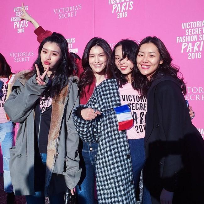 Có hot đến mấy, Victorias Secret Show 2016 vẫn thất bại trong mắt người Trung Quốc - Ảnh 1.