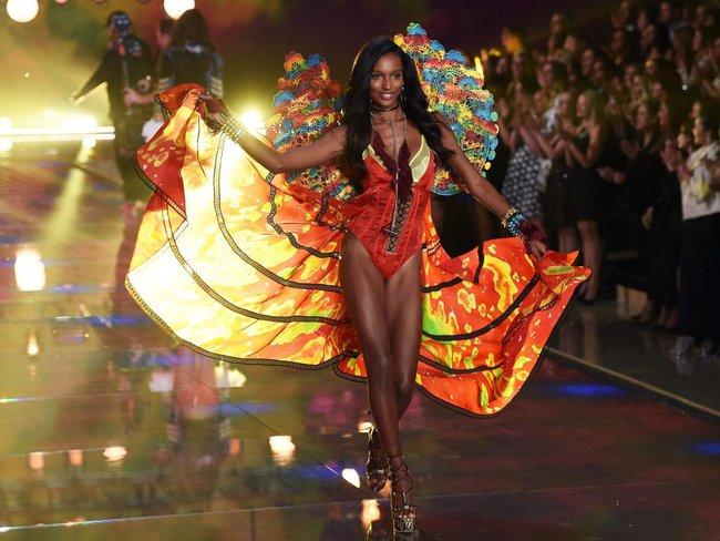 HOT: Chủ nhân của Fantasy Bra năm nay là một Thiên thần Victorias Secret mới toanh! - Ảnh 5.