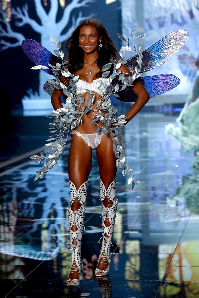 HOT: Chủ nhân của Fantasy Bra năm nay là một Thiên thần Victorias Secret mới toanh! - Ảnh 6.