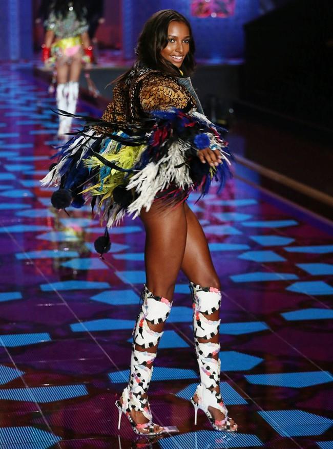 HOT: Chủ nhân của Fantasy Bra năm nay là một Thiên thần Victorias Secret mới toanh! - Ảnh 8.