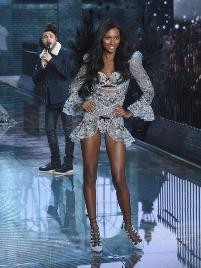 HOT: Chủ nhân của Fantasy Bra năm nay là một Thiên thần Victorias Secret mới toanh! - Ảnh 11.