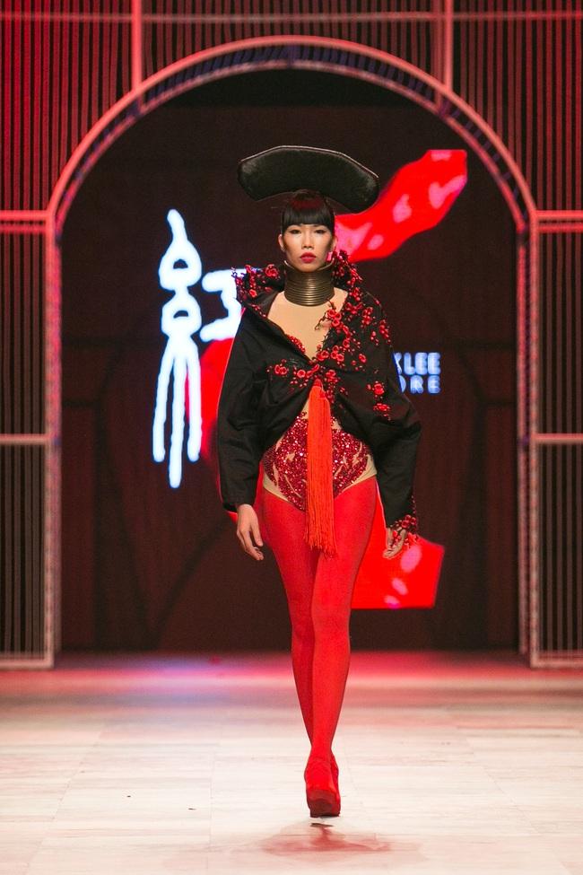 Hoa khôi Nam Em mở màn Tinh khôi - BST cuối cùng của Vietnam International Fashion Week - Ảnh 32.