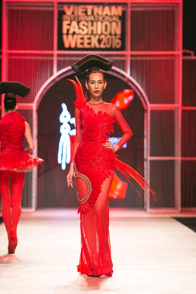 Hoa khôi Nam Em mở màn Tinh khôi - BST cuối cùng của Vietnam International Fashion Week - Ảnh 26.