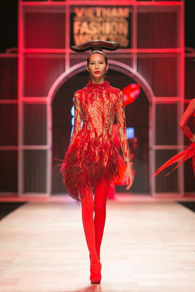 Hoa khôi Nam Em mở màn Tinh khôi - BST cuối cùng của Vietnam International Fashion Week - Ảnh 25.