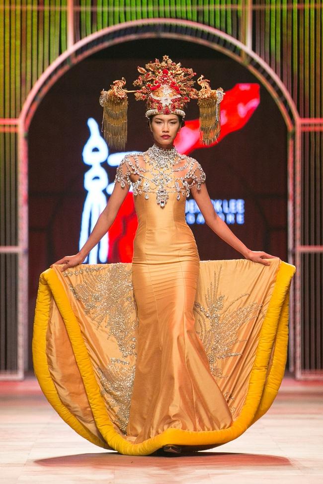 Hoa khôi Nam Em mở màn Tinh khôi - BST cuối cùng của Vietnam International Fashion Week - Ảnh 33.